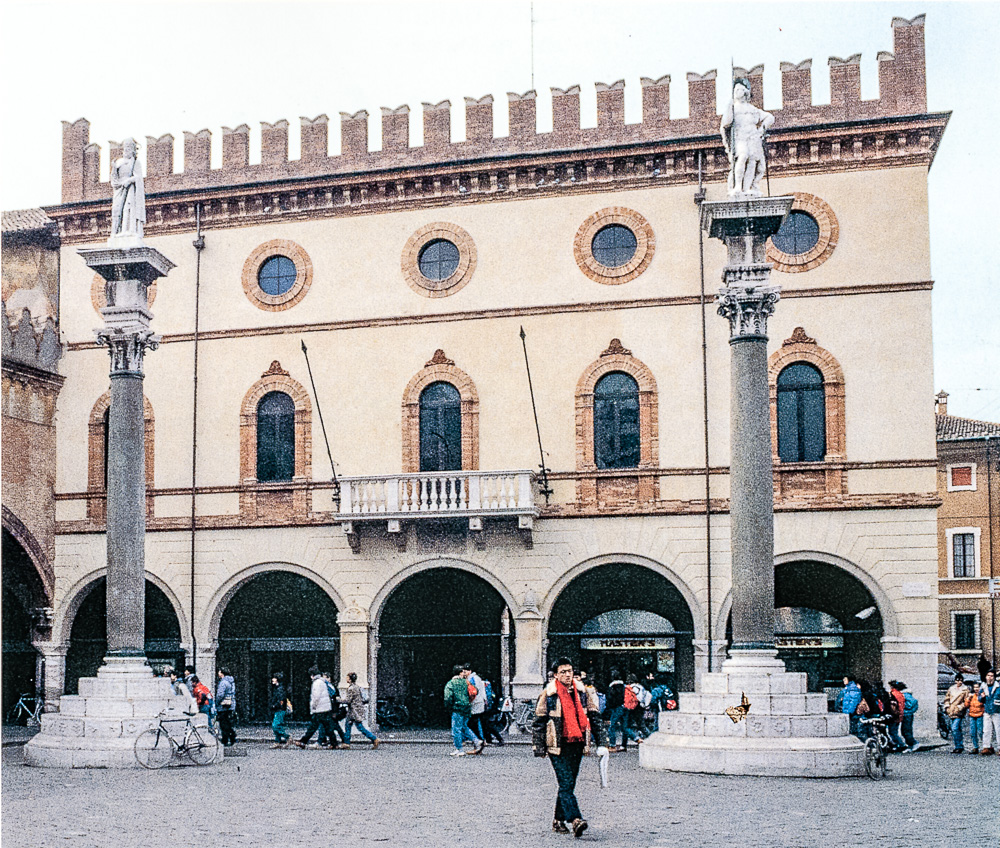 Facciata attuale del Palazzo del Comune (da Città materia colore – Angelo Longo Editore)