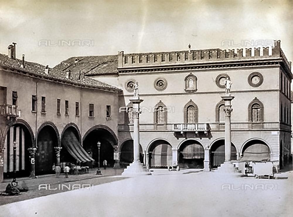 Facciata del Palazzo del Comune – epoca 1880-1890 ca. – Raccolte Museali Fratelli Alinari, Collezione Malandrini, Firenze