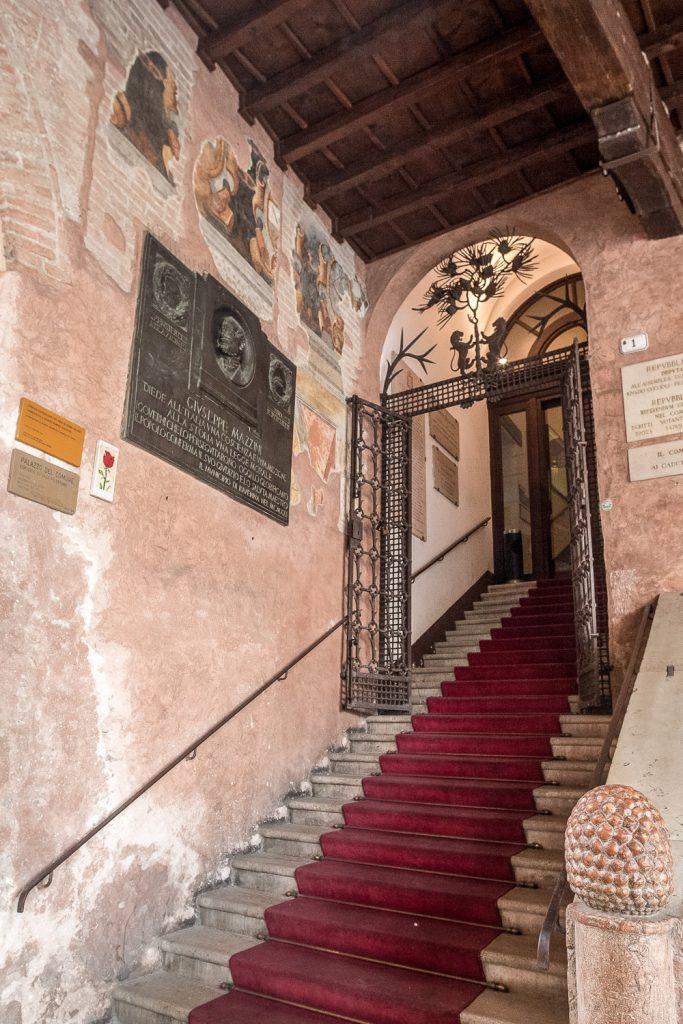 Scala d'accesso al Palazzo Comunale - @ Giampiero Corelli Fotoreporter