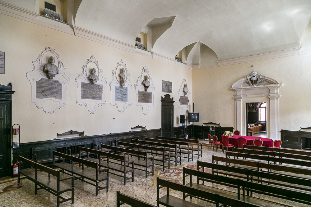 Sala Preconsiliare con busti di Cittadini benemeriti