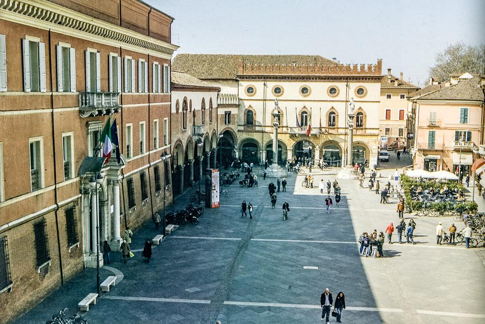 Veduta attuale di Piazza del Popolo (da Percorsi Risorgimentali Ravennati - Angelo Longo Editore - @ Giampiero Corelli Fotoreporter