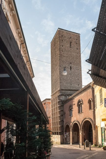 The tower, view from Via Ponte Marino - Current photo after removal of the upper part that has reduced the height to two-thirds - © Giancarlo Corelli Fotoreporter