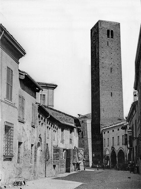 La torre vista da Via Ponte Marino – Foto eseguita nel 1882 ca. – Catalogo n.448 della ditta Luigi Ricci - Archivi fotografici Istituzione Biblioteca Classense, Ravenna