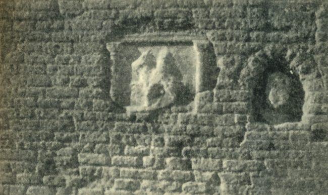 Mariola and the knight; marble reliefs embedded in the side overlooking Via Serafino Ferruzzi – Franco Gabici - Cercar Maria per Ravenna - Danilo Montanari Editore