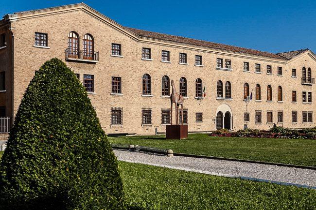 Facciata del Monastero di Porto su via di Roma – Ingresso al MAR