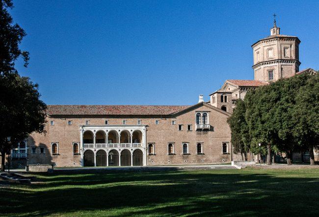 """La """"Loggetta Lombardesca - Il Monastero di Porto visto dai giardini pubblici:"""