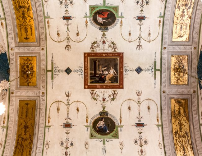 Sitting room or boudoir - The vault decorated with grotesque: in the center a rectangular box with a scene of women's work and, on either side, two small paintings representing female figures devoted to domestic work - © Giampiero Corelli Fotoreporter
