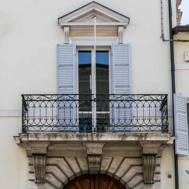Il balcone appoggiato su mensole - Particolare