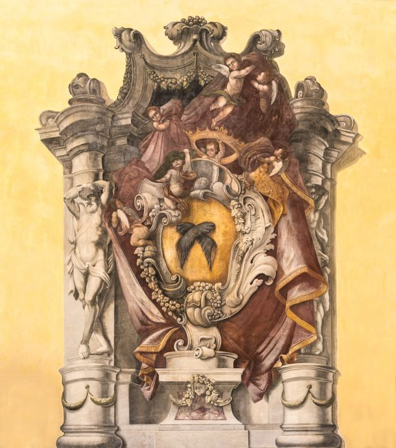 The large coat of arms frescoed of the Rasponi Family, in the entrance hall