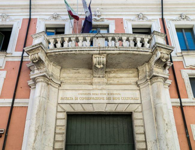 Il balcone in pietra d'Istria