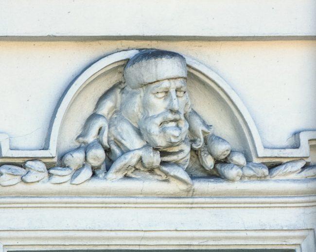 Particolare della facciata: ritratto di Garibaldi – © Giampiero Corelli Fotoreporter -  Percorsi Risorgimentali Ravennati – Angelo Longo Editore
