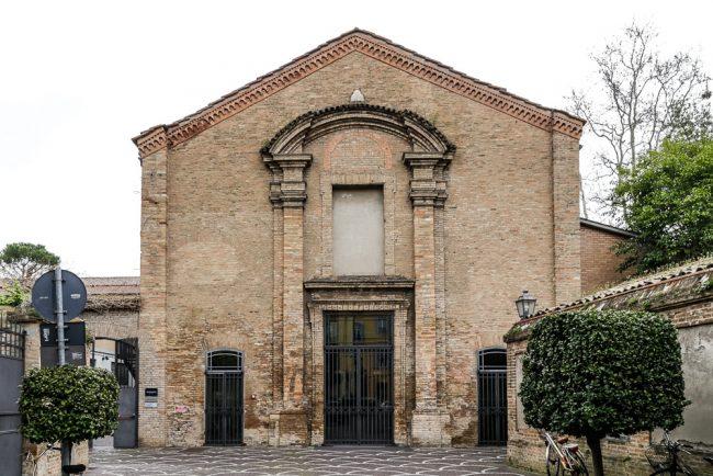 Facciata attuale della Chiesa di Santa Chiara, ora Teatro Rasi