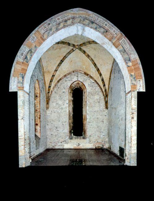 Arco trionfale e abside di Santa Chiara - Gli affreschi trecenteschi da Santa Chiara in Ravenna – Angelo Longo Editore