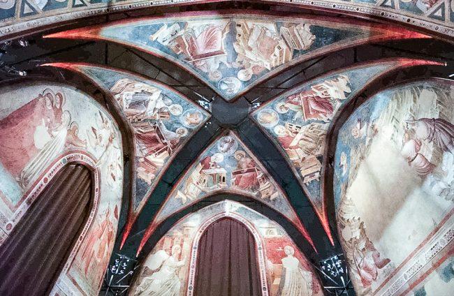 Gli affreschi di Santa Chiara, oggi nelle sale del Museo Nazionale: la volta e le tre pareti affrescate – Archivio fotografico del Comune di Ravenna