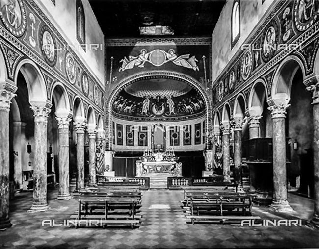 La Basilica con la decorazione a finti mosaici eseguita alla fine dell'800 da Gaetano Guerrini ed Enrico Piazza -  – Foto Fratelli Alinari, Firenze – 1915-20 ca.
