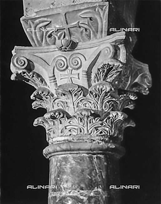Interno – Capitello Bizantino – foto Fratelli Alinari, Firenze 1915-1920 ca.