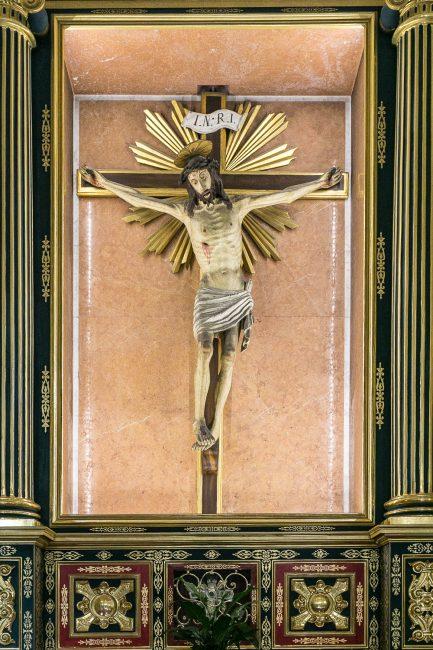 Crocifisso ligneo, di anonimo del XVI sec. – Navata sinistra