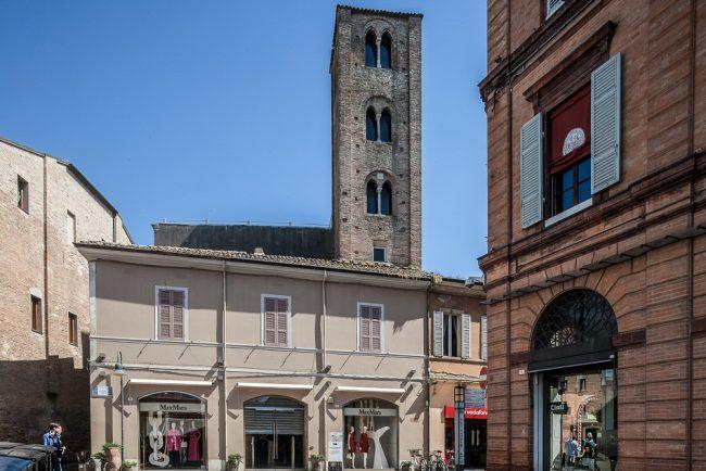 La Facciata con vista del campanile - © Giampiero Corelli Fotoreporter