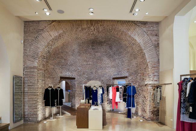 L'interno attuale adibito ad esercizio commerciale - © Giampiero Corelli Fotoreporter