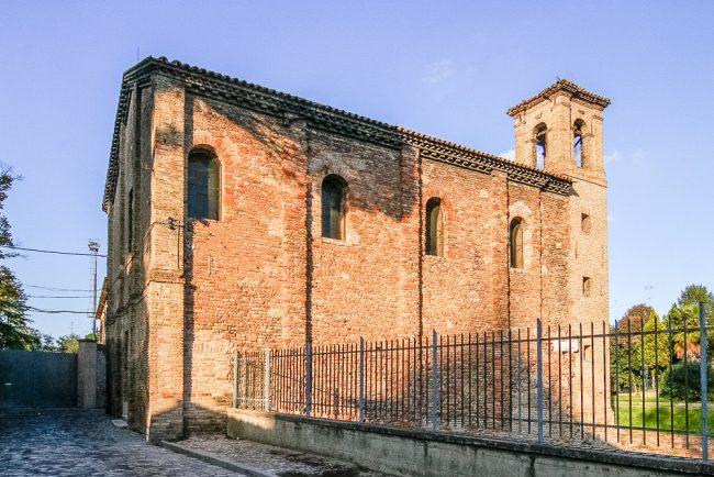 La facciata laterale destra