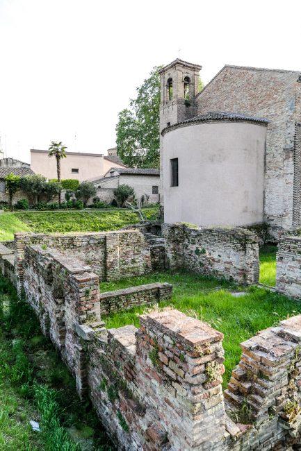 L'abside e gli scavi circostanti