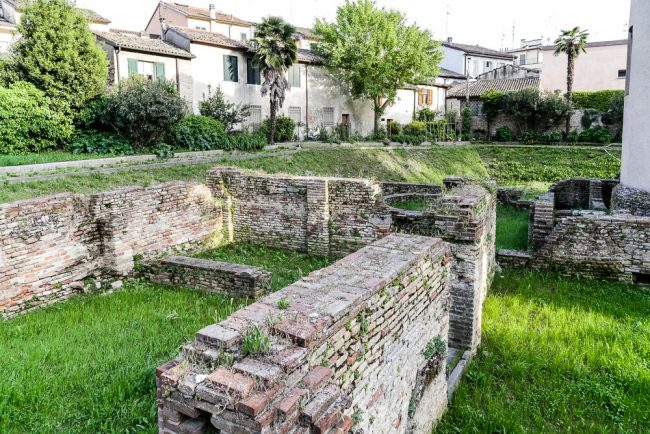Gli scavi sul retro della basilica