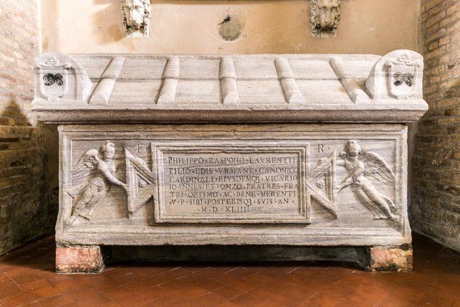 Il sarcofago romano reimpiegato dalla famiglia Rasponi – Navata destra