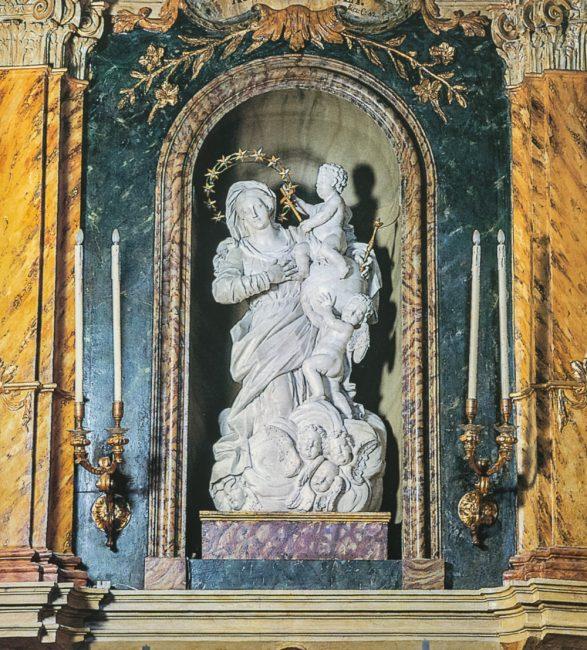 Altare maggiore: statua in marmo greco della Madonna con bambino (Giovanni Toschini, ca. 1711) – Ravenna segreta – Angelo Longo Editore