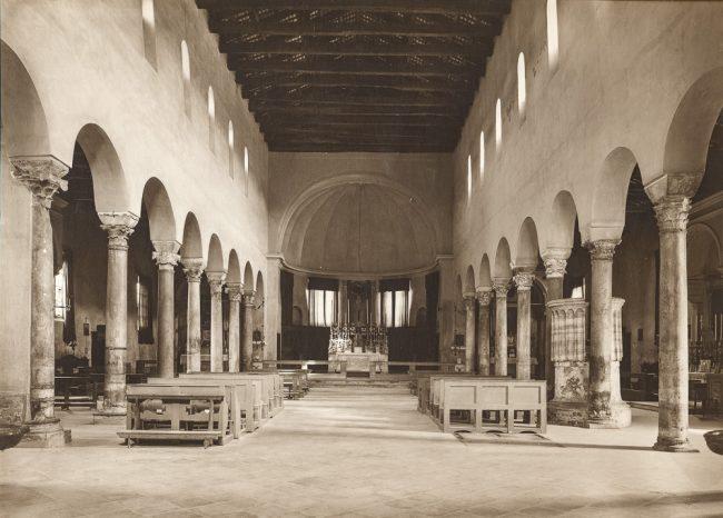 L'interno della chiesa – Foto Fratelli Alinari Firenze – 1915-20 ca.