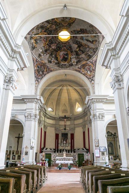 L'interno della chiesa – Particolare della cupola e dell'abside