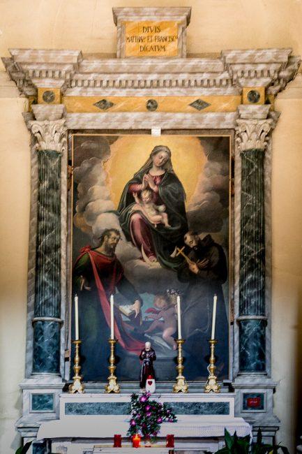 Pala d'altare con la Madonna, Gesù bambino e i santi Matteo e Francesco (Francesco Longhi, XVI sec.) – Navata sinistra