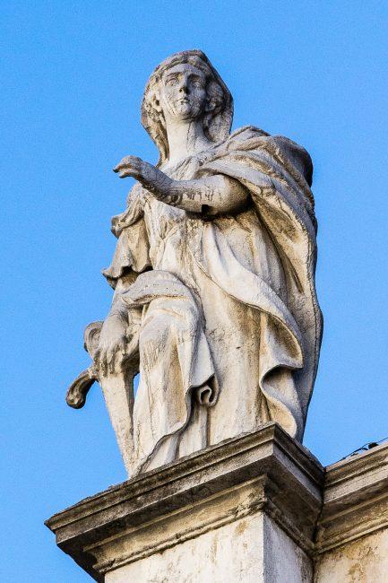 Facciata – Celio e Giovanni Toschini – statue a coronamento - sinistra