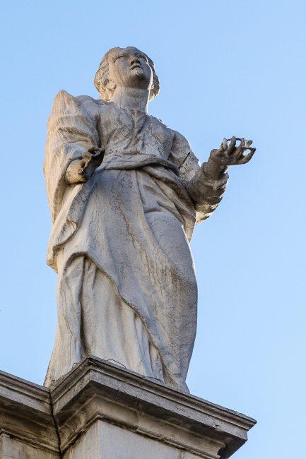 Facciata – Celio e Giovanni Toschini – statue a coronamento - destra
