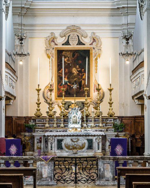 L'altare maggiore – Nello sfondo, Natività di Maria (Andrea Barbiani, 1708-79) Olio su tela 266x195
