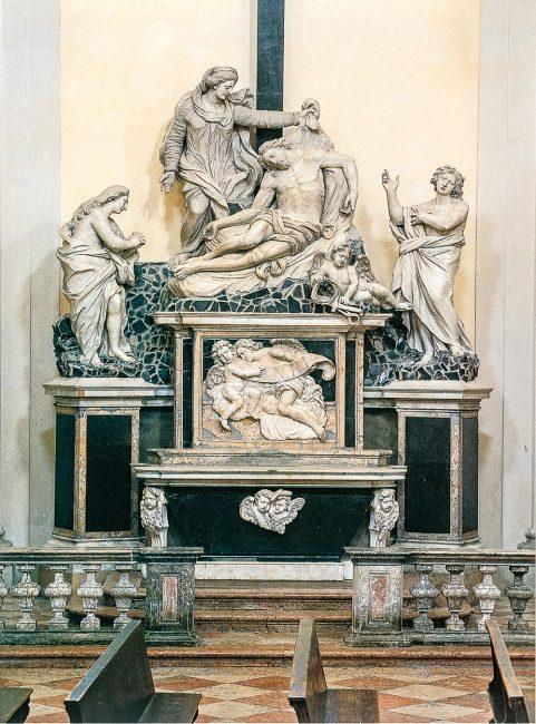 L'altare con la Pietà tra i Santi Giovanni Evangelista e Maria Maddalena, di Giovanni Toschini (Ravenna Segreta – Angelo Longo Editore)