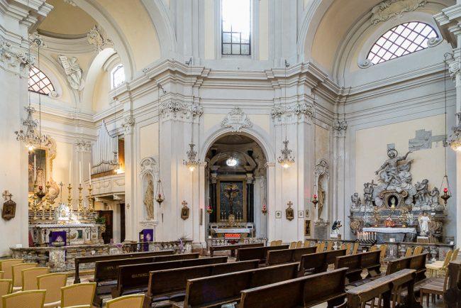Interno – Veduta del lato destro – Altare con la Gloria di San Vitale
