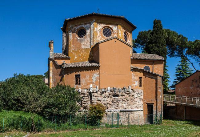 Veduta della Chiesa sui resti della torre Zancana – © Giampiero Corelli Fotoreporter