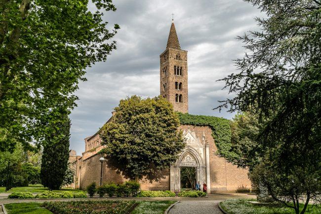 La facciata attuale della chiesa di San Giovanni Evangelista