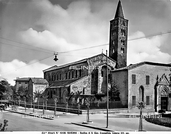 La chiesa di San Giovanni Evangelista come si presentava nel 1930 - Archivi Alinari, Firenze