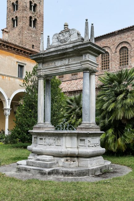 The cloister: detail of the well.