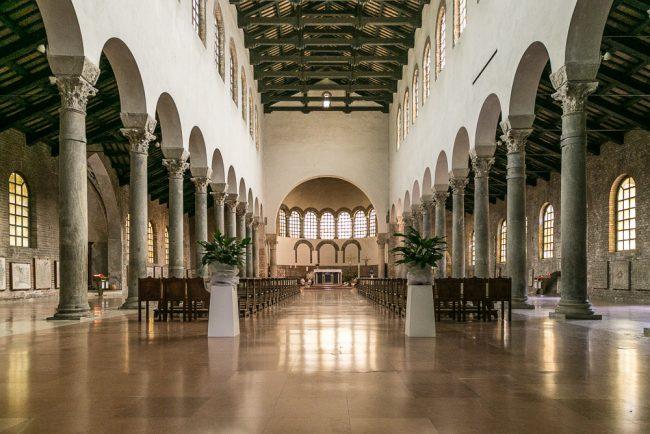 L' interno della chiesa