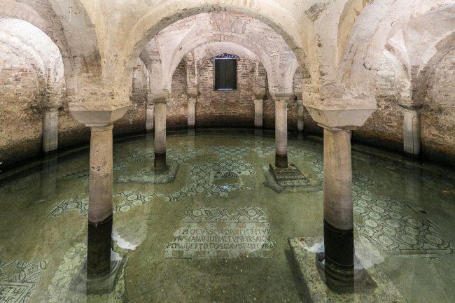 Cripta allagata con mosaici pavimentali