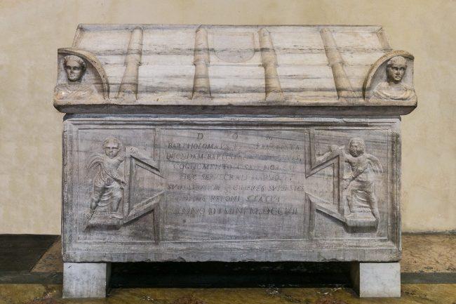 Sarcofago della Famiglia Del Sale (navata sx)