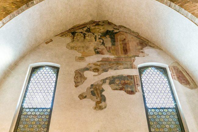 Cappella detta della Famiglia Da Polenta (navata sx) - Frammenti di affreschi di Pietro da Rimini (XIV sec.)