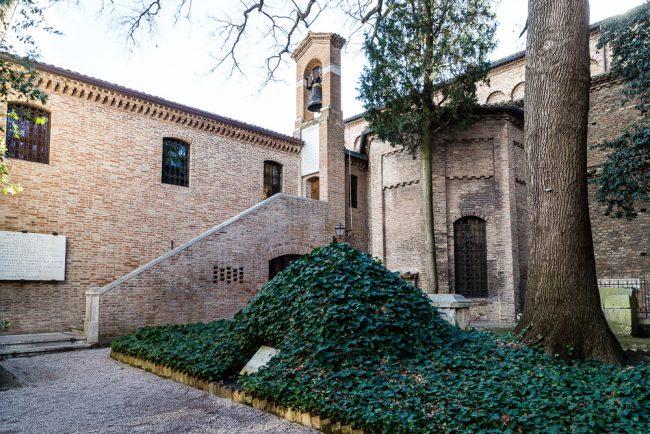 Tumulo nel quale furono nascoste le ossa di Dante dal 23/03/1944 al 19/12/1945