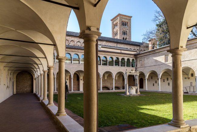Chiostro adiacente alla Basilica di San Francesco