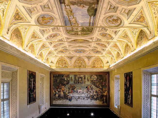 Refettorio (o Sala Dantesca) con raffigurazione delle nozze di Cana, opera di Luca Longhi (1507-1590) – Foto Biblioteca Classense