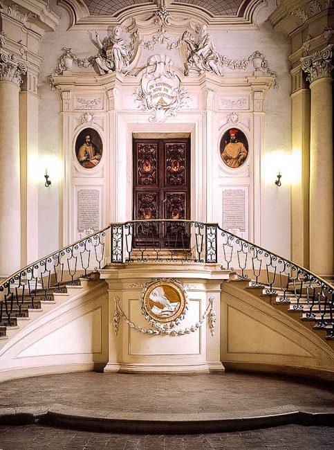 The atrium of access to the Aula Magna – Foto Biblioteca Classense