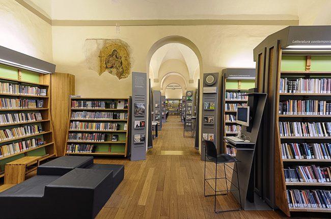Una sala della biblioteca moderna – Foto Biblioteca Classense
