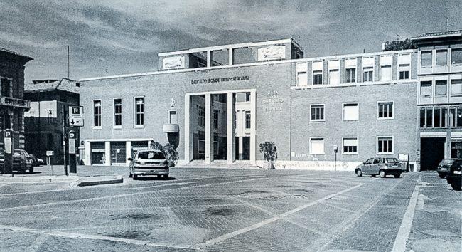 La Casa del Mutilato prima della ristrutturazione effettuata nel 2000-2002 - La nuova Casa del Mutilato - Edizioni del Girasole